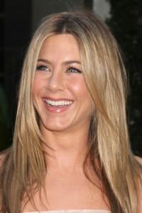 Ellen: Jennifer Aniston & The Skating Aratas