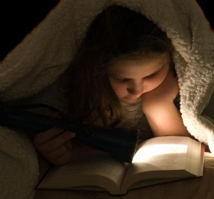 Dr Oz: Is Reading In The Dark Bad For Your Eyes?