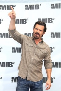 "Live With Kelly: Josh Brolin ""Men in Black 3"" Interview"
