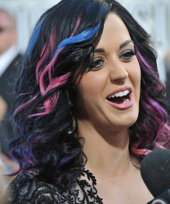 Katy Perry's Outfit on Ellen & Katy Perry Part of Me Movie Review