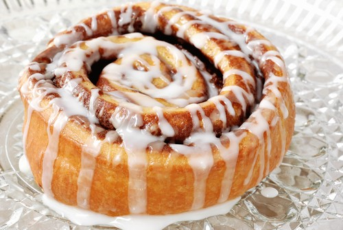 dr oz low calorie cinnabon cinnamon roll recipe by chef todd wilbur. Black Bedroom Furniture Sets. Home Design Ideas