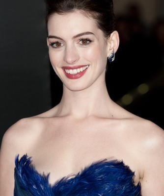 Live!: Anne Hathaway & Brooklyn Decker Friends with Better Lives