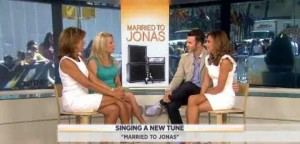 Kathie Lee & Hoda talked with Danielle and Kevin Jonas about their new show, Married To Jonas, a Jonas Brothers reunion & starting a family.