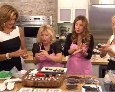 Sophie and Katherine, co-owners of Georgetown Cupcake, shared their Summer Ballpark Cookies and Creme Mini Cupcakes Recipe.