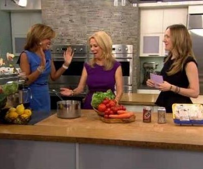 Kathie Lee and Hoda were joined by Siobhan O'Connor, who quizzed the ladies on kitchen do's & don'ts, like when to wash produce and sponges.