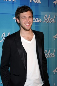 American Idol's Phillip Phillips Dedicates 'Home' To Michael Strahan