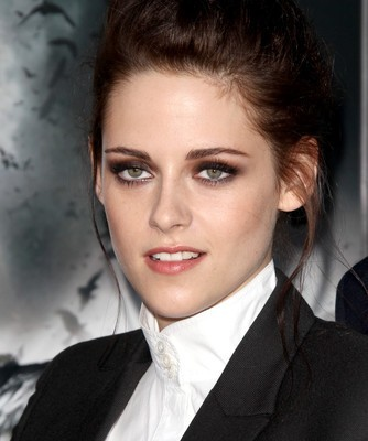 Kristen Stewart & Stand Up To Cancer: GMA Pop News