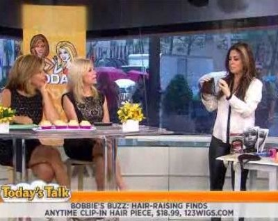 Kathie Lee and Hoda with The Scoop on what women would give up for one month of great hair days, newlywed rules and Retractable Bristle Brush review.