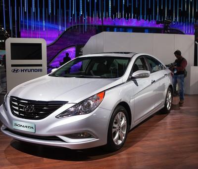 Ellen Helps Military Family, Buys a 2013 Hyundai Sonata & Gives $10000