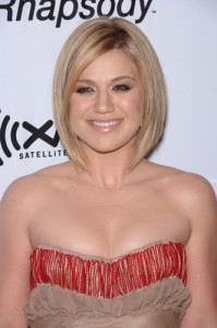 "Ellen: Kelly Clarkson Not Engaged & Performs Song ""Catch My Breath"""