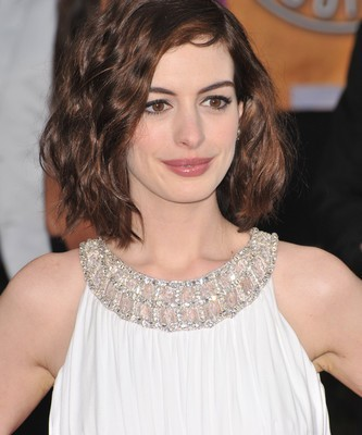 Ellen: Anne Hathaway Les Miserables, Cee Lo Green The Voice & 12 Days