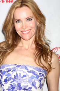 GMA: Leslie Mann This Is 40 Review & Fruitcake Vs Gingerbread