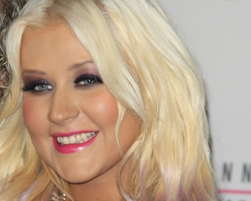 Ellen: Christina Aguilera Duet, Sandy Relief & Holiday Toy Reviews