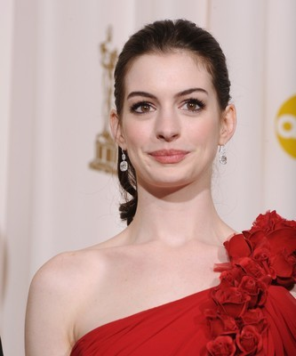 Kelly & Michael: Anne Hathaway 'Song One'