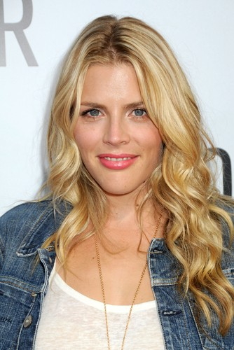 Busy philipps discussed her pregnancy and the season four premiere of