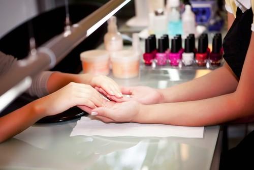 Dr Oz Wear Anti UV Glove During Gel Manicure & Use Toluene Free Polish