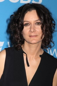 The Talk: Sara Gilbert Birthday, Juice Beauty & NutriBullet Review