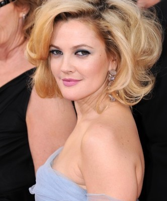 The Talk: 100-Inch Hip, 425 Pound Woman & Drew Barrymore Tells All