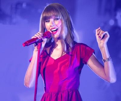 The Talk: Kaley Cuoco Flash Mob & Taylor Swift & Harry Styles Break Up