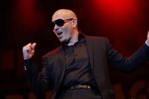Dnes sa ukázať: Pitbull Financovanie Miami Charter School & Key na mesto