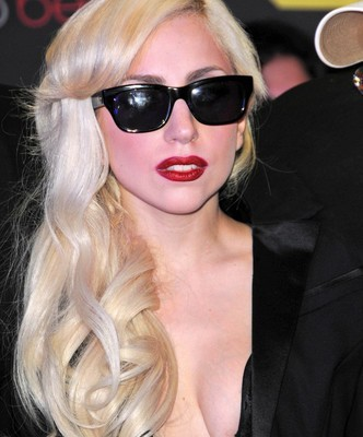 """Ellen: Lady GaGa On Fame & Why She Doesn't Own A House + """"Artpop"""""""
