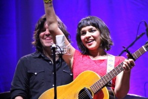 Jay Leno: Norah Jones Everybody Needs A Best Friend & Seth MacFarlane