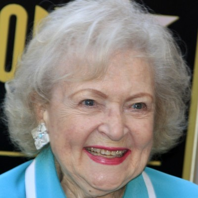 The Doctors: Betty White Birthday, Hot In Cleveland Cast & Happy Lives