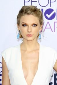 "GMA: ""Ridiculously Photogenic Jiu Jitsu Guy"" & Taylor Swift vs Critics"