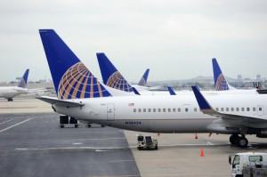 Kathie Lee & Hoda: United Airlines Holds Plane, Lets Man See Dying Mom