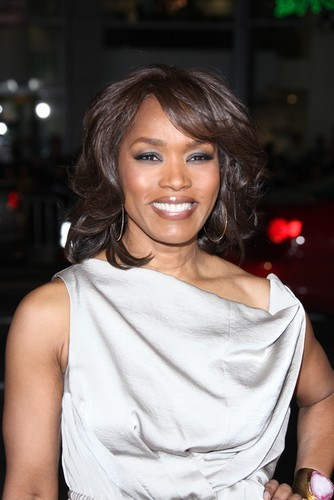 Kelly & Michael: Angela Bassett 'Whitney'