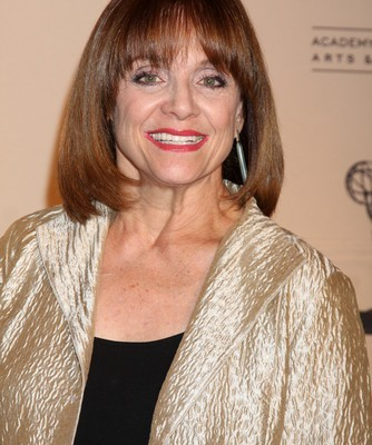 The Doctors: Friday News Feed & Valerie Harper Terminal Cancer