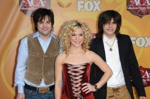 Ellen: The Band Perry Pioneer Review & Gluteus Maximus Underwear Dance