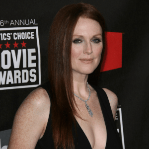The View: Julianne Moore What Maisie Knew & Freckleface Strawberry