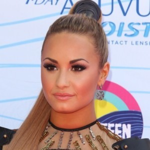 "Live!: Demi Lovato Performs ""Heart Attack"" & Heather Graham Hangover 3"