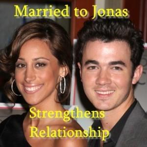 Kathie Lee & Hoda: Married to Jonas Review & Kevin Jonas Wants Kids