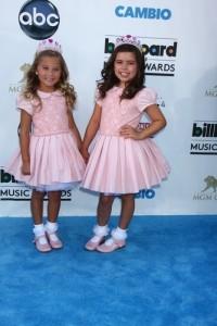 Ellen: Sophia Grace & Rosie Get Celebrity Gum & Summer Pool Play House