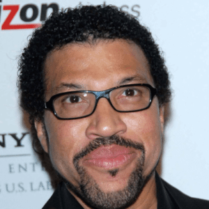 Today: Lionel Richie Performs All Night Long & Announces American Tour