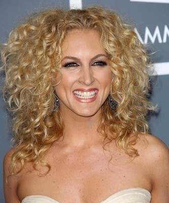 Kimberly Schlapman from Little Big Town will come by The Chew to talk about her new cookbook on April 21, 2015. (s_bukley / Shutterstock.com)
