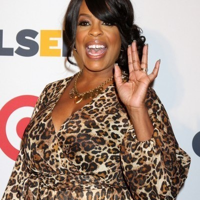 The Doctors: Niecy Nash Getting On & Bulging Leg Disorder