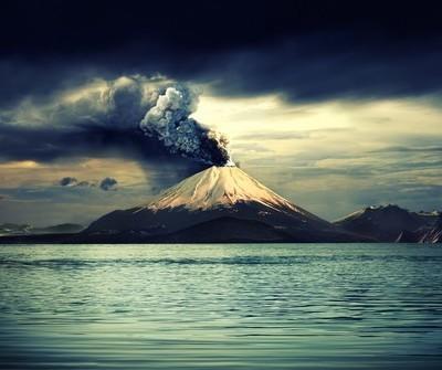 60 Minutes: Cleantech Crash, Kim Dotcom's Megaupload & Volcanoes