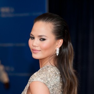 The Chew: Chrissy Teigen Sports Illustrated + Braised Dinner Recipes